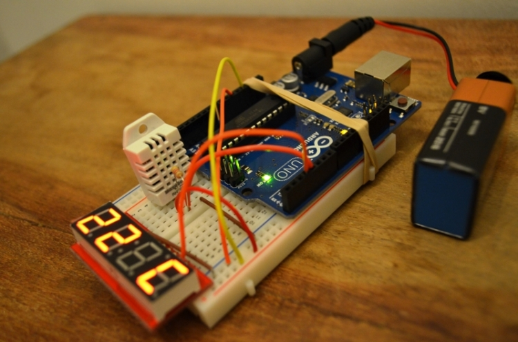 The finished device: DIY humidity & temperature sensor
